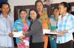 Phó Chủ tịch Hội NDVN trao 50 suất quà cho bà con vùng hạn mặn