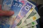 Canada thử nghiệm phát tiền cho dân, gần 400 triệu/người