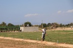 """Nông dân xây bể chứa nước cứu """"vùng đất chết"""" như sa mạc Sahara"""