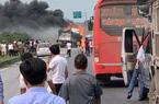 Xe bồn bốc cháy dữ dội sau va chạm trên cao tốc Hà Nội - Thái Nguyên