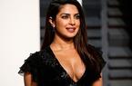 Phụ nữ Ấn Độ làm đẹp da mặt bằng phương pháp kỳ dị