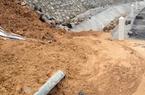 Quảng Ninh: Sạt ta-luy, hàng trăm khối đất đá đổ tràn xuống khu dân cư