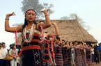 Thanh niên Cơ Tu háo hức vào CLBdân ca dân vũ