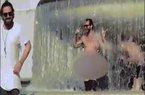 Du khách tắm khỏa thân ở đài phun nước tưởng niệm của Ý gây tranh cãi