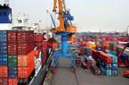 Việt Nam bị hạ dự báo tăng trưởng, lo lạm phát lên 4%