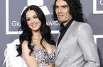 Chạm trán chồng cũ, Katy Perry... chui gầm bàn