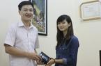 Nữ độc giả trẻ bất ngờ trúng thưởng smartphone Blackberry Z3