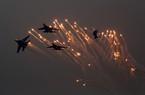Chùm ảnh chiến đấu cơ Su-35 Nga bay lượn, thể hiện sức mạnh trên bầu trời Trung Quốc