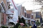 Clip tai nạn hy hữu: Máy bay đâm vào... phòng ngủ nhà dân