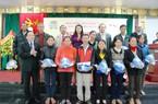 Trao tặng 100 thẻ Bảo hiểm Y tế ở Hà Tĩnh: Giúp nông dân  vơi bớt nhọc nhằn
