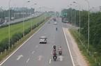 Xe máy vào đường cấm, phóng bạt vía ở đại lộ Thăng Long