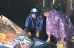 Bão số 12: Xuyên đêm chèo thuyền vượt biển nước vào cứu trợ cho dân