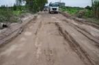 Cám cảnh những tuyến đường Hà Nội bị xe tàn phá nặng nề