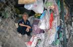 Nhà mặt phố Hà Nội, cụ bà 74 tuổi vẫn ra gầm cầu ở suốt 10 năm