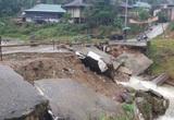 Thanh Hóa: Sơ tán 70 chiến sĩ, người dân vì sạt lở núi