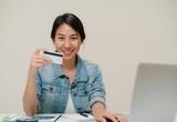 """Dịch Covid-19: 10 ngân hàng """"free"""" phí cho khách hàng chuyển tiền liên ngân hàng"""