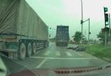 Truy tìm tài xế container cán chết cô gái trẻ rồi bỏ chạy ở Hà Nội