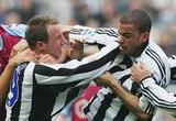 """5 vụ """"gà nhà đá nhau"""" tai tiếng của bóng đá: Có Balotelli, Ibrahimovic"""