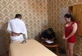 Nhân viên massage kích dục bằng trò quái đản: Kín đáo