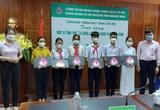 Quảng Nam: Ngân hàng CSXH trao tặng máy vi tính cho học sinh nghèo, có hoàn cảnh khó khăn
