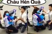 Bị công an thu giữ xe, nam thanh niên quỳ gối xin xe cho bạn gái