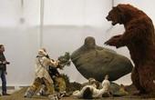 """Gấu nâu khổng lồ nhất thế giới cao 4,5m nặng 1,5 tấn: """"Sự thực hay chỉ là lời nói dối?"""""""