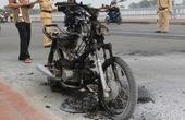 TT-Huế:  Xe máy đang chạy bỗng cháy rụi trên cầu