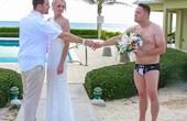 Không biết đang chụp ảnh cưới hay là ảnh cười nữa?