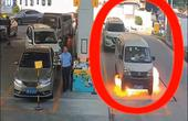 TQ: Vừa đổ xăng xong thì xe bốc cháy dữ dội, tài xế hoảng loạn đến tội nghiệp