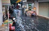 Triều cường dâng cao, nhiều nơi tại TP.HCM ngập nặng