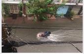 """Người Sài Gòn """"khóc một dòng sông"""" vì ngập nước bủa vây sau bão số 9"""