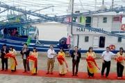Bàn giao tàu đánh cá vỏ thép từ nguồn vốn Agribank cho ngư dân Phú Yên