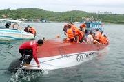 30 phút cứu nhóm du khách trên ca nô lật ở vịnh Nha Trang