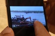 Clip cát tặc lộng hành ngay cạnh tàu cảnh sát trên sông Hồng