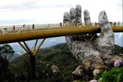 Cầu Vàng ở Đà Nẵng trong top 10 cây cầu độc lạ nhất thế giới