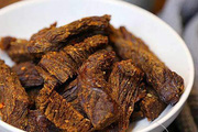 Tự làm món bò khô bằng nồi cơm điện chuẩn vị cho ngày Tết se lạnh