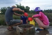 Chuyện lạ ở làng người dân hò nhau ngâm mình trong 'lỗ sôi thiên tạo'