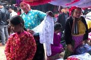 Khám phá vẻ đẹp sắc màu của chợ phiên Đồng Văn