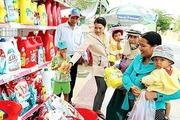 Sôi động phiên chợ hàng Việt về nông thôn, miền núi