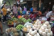 Thị trường rau xanh, trái cây tăng giá 'chóng mặt' dịp lễ Vu lan