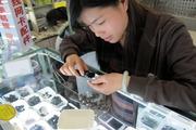 Đổi smartphone cũ lấy chậu inox ở nông thôn Trung Quốc