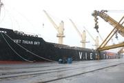 """Quảng Ninh đón tàu """"xông cảng"""" Cẩm Phả, rót 45.000 tấn than ngày đầu năm mới"""