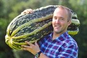 Cuộc sống của những người trồng rau khổng lồ