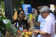 Lần đầu tiên có phiên chợ bán rau, củ, quả trồng theo cách lạ ở TP.HCM, cứ mua 1 tặng 1