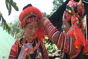 Video: Nét độc đáo trang phục của người Hà Nhì ở Mường Tè