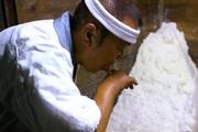 Quy trình làm muối theo phong cách Agehama đặc trưng của Nhật Bản