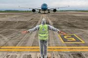 Sân bay Vân Đồn đón thêm 56 công dân Việt Nam từ Ukraine về nước