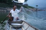Người đàn ông 15 năm sống giữa lòng hồ thủy điện