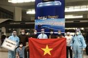 """""""Chiến dịch bão táp"""" đưa người Việt từ Ấn Độ về nước"""