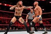 10 pha biểu diễn quá đà của đô vật WWE khiến đối thủ… gãy xương